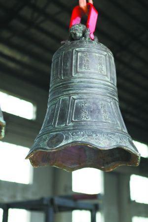 """既保留了先秦编钟的一些文化符号,如钟壁上铸有乳钉""""枚"""",又都对中国唐"""