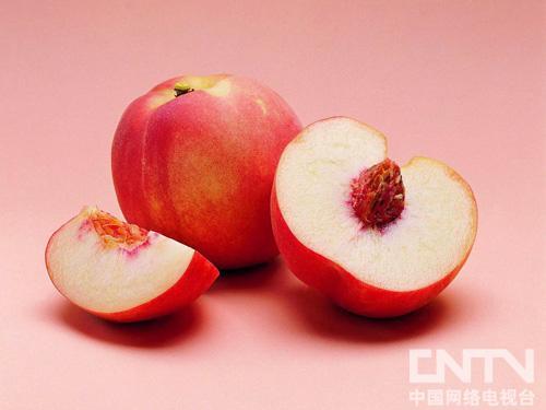 夏天吃桃子的好处与禁忌