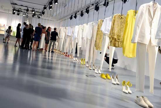 Calvin Klein 180 S Fashion Exhibition Cctv News Cntv English