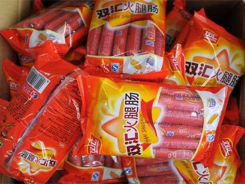 """双汇""""瘦肉精""""事件曝光,超市纷纷下架双汇产品。(资料图)"""