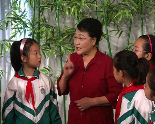 杨秀英老师为同学们讲解淮海戏的由来