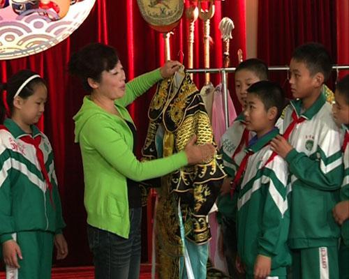 王美娟老师为同学们讲解服装知识
