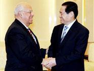 Член Постоянного комитета Политбюро ЦК КПК Чжоу Юнкан встретился с заместителем председателя Совета министров Кубы Р. Кабрисасом