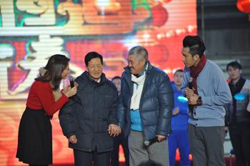 赵本山与二叔首次同台真情暖现场