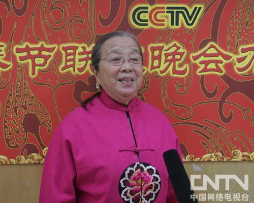 李明启在接受记者采访