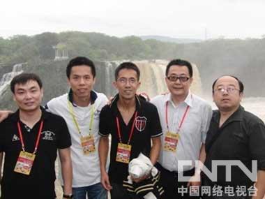 《侠岚》主创人员与中国卡通产业论坛领导合影留念