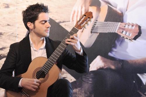 米洛什演奏古典吉他