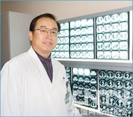 北京大学肿瘤医院胸外科主任医师杨跃