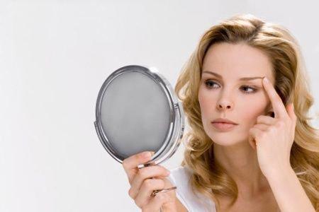 长时间照镜子令人焦虑
