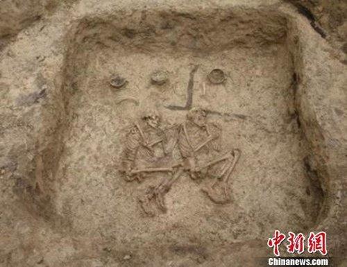 汤巴勒萨伊墓地竖穴土坑墓