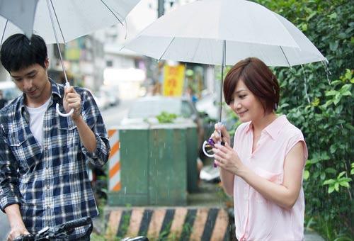 梁静茹在《爱久见人心》MV中演绎纯纯的爱