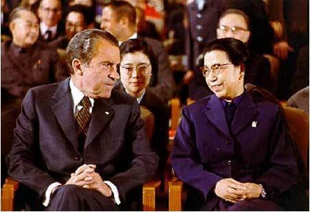 """唐闻生。尼克松访华期间,江青用""""样板戏""""招待客人,唐闻生为他们担任翻译。"""
