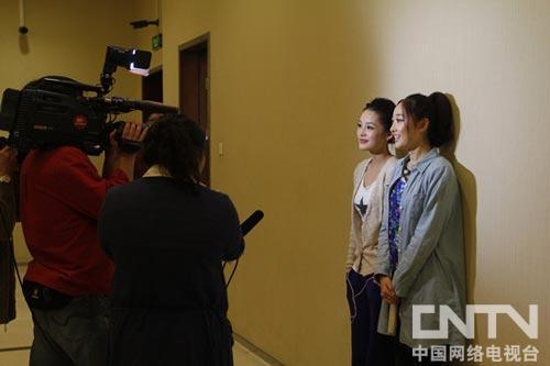 蒋梦婕,李沁接受采访