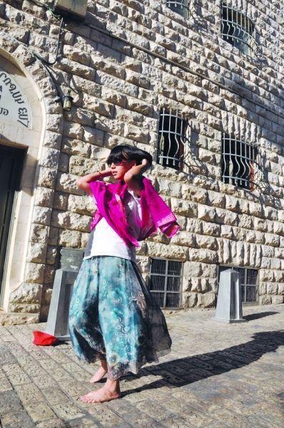 今年8月份,王泓人走在以色列耶路撒冷街头。王泓人提供