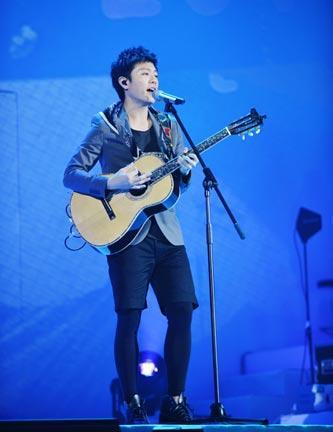 韦礼安香港唱疯三千歌迷
