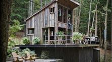 远离都市的林中大木房