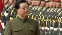 President Hu Jintao inspects PLA Macao garrison