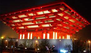<strong><big>El papellón de China</big></strong> <br>El papellón de China se construyó bajo el concepto de una corona oriental, intruduciendo elementos culturales tradicionales comocaligrafía china.<br>