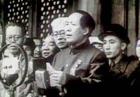 """1949年9月21日,第一�萌���政�f���h在北京召�_。10月1日,毛主席在天安�T上�f�佬�布:""""中�A人民共和��,中央人民政府成立了。"""""""