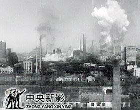 1953年12月26日,大型轧钢厂、无缝钢管厂、七号炼铁炉开工典礼在鞍山举行。