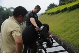 《百年中山舰》摄制组在福州三山陵园拍摄外景<br><br><br>