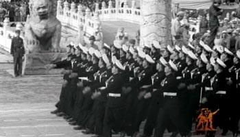海军方阵通过天安门