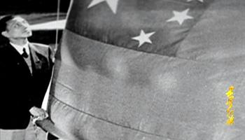 1952年芬兰赫尔辛基,五星红旗在奥运村升起。