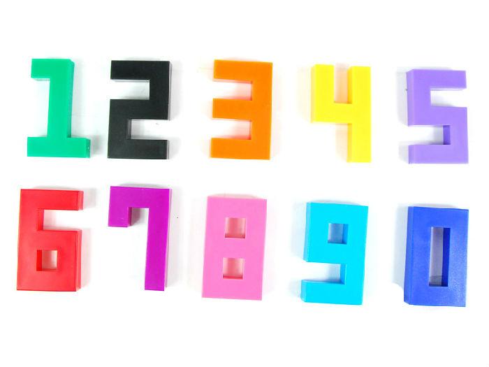 均为单位1)的125个小立方体组成