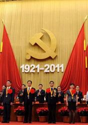 <center><font style=font-size:12px>● 优秀共产党员受表彰 </font></center><br><br>