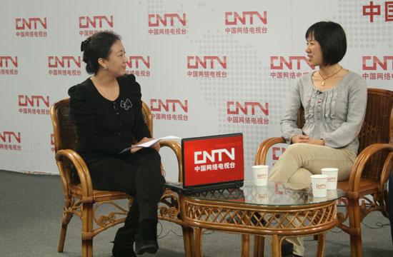 沈华在回答中国网络电视台主持人的问题