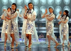 第13期:花木兰队<br>  来自河南淮阳的花木兰队,个个英姿飒爽,队伍中最小的是一个只有3岁半的小姑娘。<br><br>
