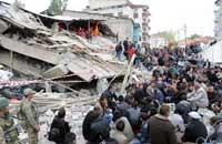 <center><h5><font color=blue>Séismede magnitude 7.3, le 23 Oct ,au Turquie </font></h5></center><br><h5>La catastrophe a également fait 1.300 blessés,les survivants du fort séisme qui a frappé la veille la province orientale turque de Van, a fait 279 morts, selon un dernier bilan provisoire. ... </h5>
