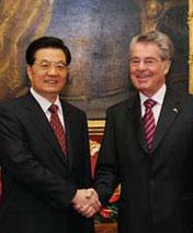 Visite d&acute;Etat du président chinois Hu Jintao en Autriche et sa participation au 6ème sommet du G20 à Cannes <br><font color=blue>[Novembre 2011]</font>