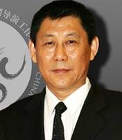 <b>张新建 著名导演</b><br>山东电影电视剧制作中心一级导演,迄今为止共导演制作电视剧作品近200部集,任中国电视剧导演工作委员会常务理事。
