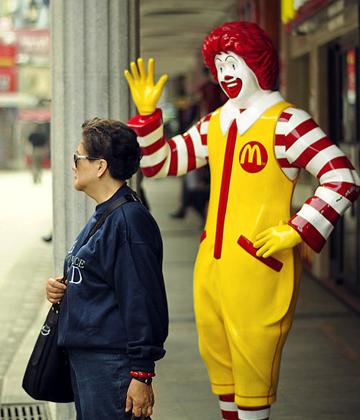 麦当劳在3・15晚会中被曝光卫生问题