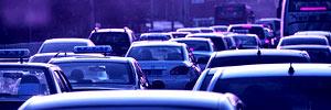 <center><b><font size=3>汽车超前消费将给公共管理带来难题</font></b></center><br><span class=fs_14 style=line-height:20px;>在今年的经济生活大调查中,对2012年人们计划购买的商品做出了调查,在众多选项里,汽车排在第二位,且选择汽车的比例已经连续三年保持增长。与此同时我们还可以看到,不同收入群体的买车意向差别非常大。随着家庭年收入的提高,买15万元以上车的人数比例明显增加。人们旺盛的购车需求对拉动内需,促进消费和发展汽车工业的角度来说,这种旺盛的购买需求绝对是件好事,但从更广的视角来看它还会带来很多新的问题,现在不仅仅是一线城市,很多二三线城市都出现了严重的堵车现象,城市交通管理等问题就随之而来了,希望这些数字能引起经济学家,社会学家以及政府管理部门的重视和思考,未雨绸缪,让好事更好。</span>