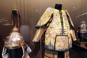 중국 역대 황제들 복장 전시