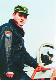 济空飞行员为免飞机坠落济南市区 放弃跳伞时机牺牲