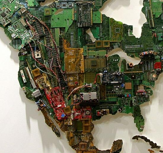 国外女牛人的杰作:用电路板做成世界地图