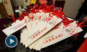 """《平凡的感动》记录了70个感动了中国的""""最美人物""""和""""最美故事""""。"""