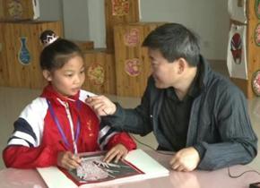<center>记者采访金坛刻纸等非遗传承教育情况</center>