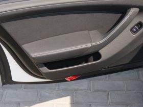 保时捷-Panamera车厢内饰图片