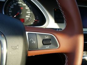 奥迪-奥迪Q7中控方向盘图片