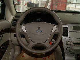 三菱-戈蓝中控方向盘图片