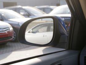 现代-瑞纳车厢内饰图片