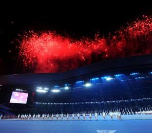 亚残运会在广州闭幕 焰火照亮夜空