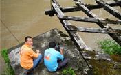怒江边拍摄古吊桥