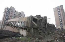 上海在建楼房倒塌续:专家称地质原因是主因