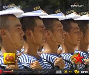 水兵们顶帽子训练