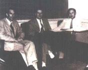 在加州理工学院担任喷气推进中心主任的钱学森与同事合影